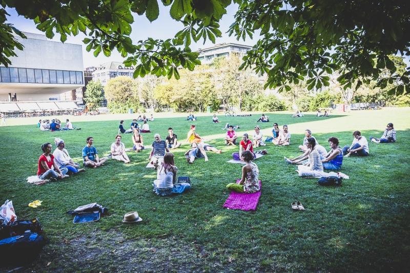 yoga-meditation-grand-place-fribourg-109